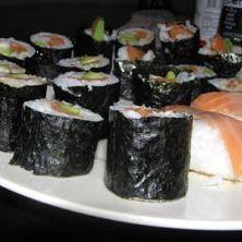 nigiri i maki skłądają się w dużej mierze ze specjalnego ryżu