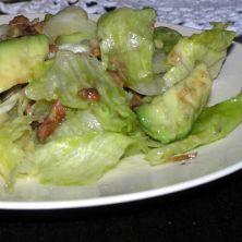 Sałatka z boczkiem i avocado