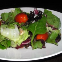 sałatka szpinak salaty pomidory 220x220 Sałatka z szpinaku, mieszanki sałat i pomidorami