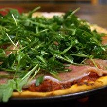 Pizza_z_rukola_i_szynka_parmenska