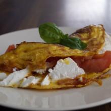 Wytrawny omelt z pomidorami i serem feta 220x220 Przepisy kulinarne