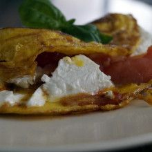 Wytrawny omelt z pomidorami i serem feta