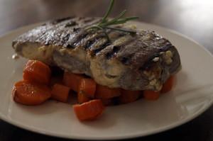 marynowany stek wolowy 300x199 Marynowany stek z pieczoną marchewką